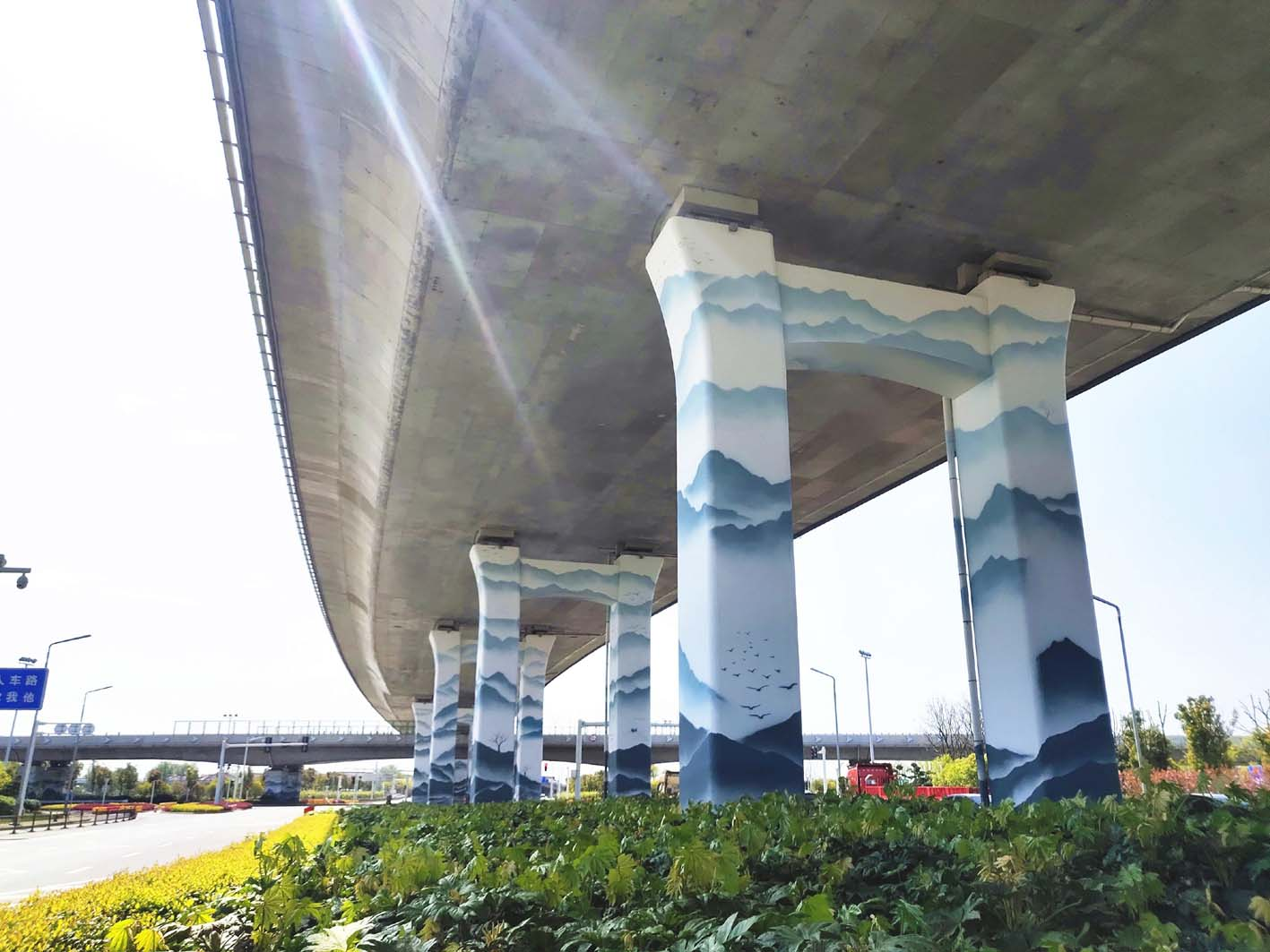 当山水画遇上立交桥碰撞出火花 扬州最大立交彩绘亮相