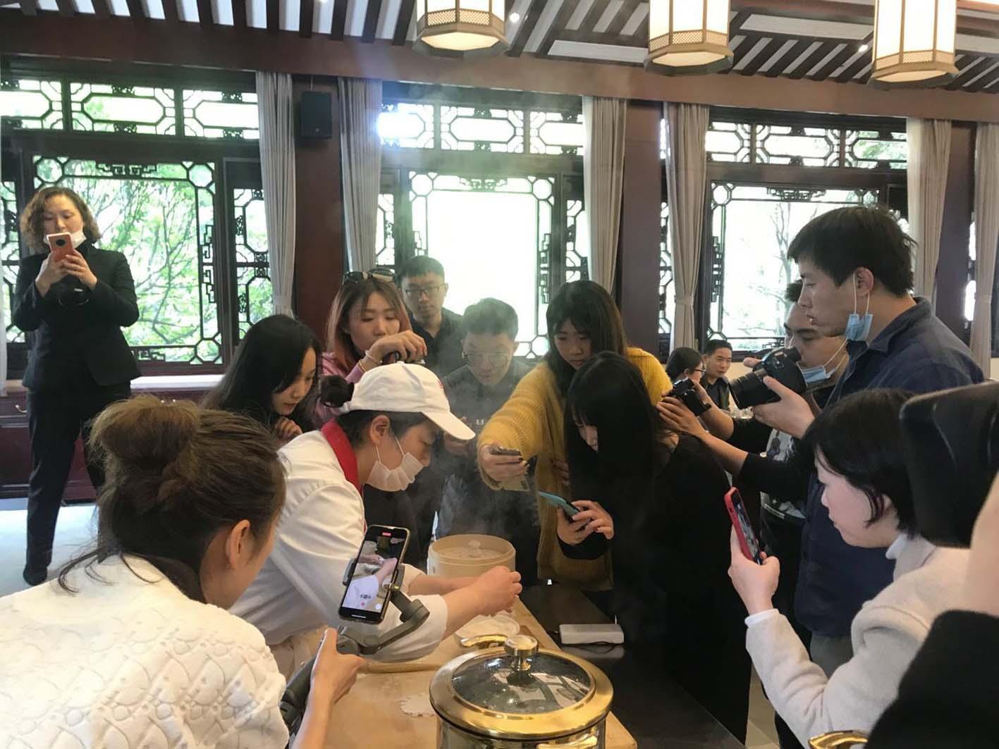 """征服""""大咖""""味蕾扩大扬州美食的网络""""朋友圈"""